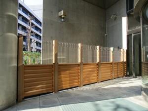 リクシル木樹脂フェンス