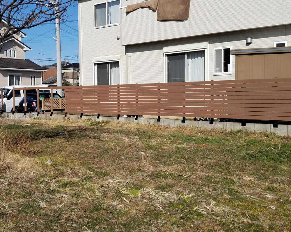人工木フェンスの設置風景