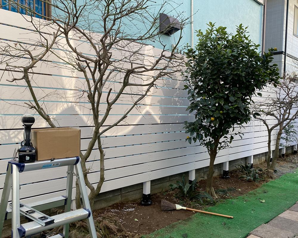 人工木ホワイトフェンスが完成しました。