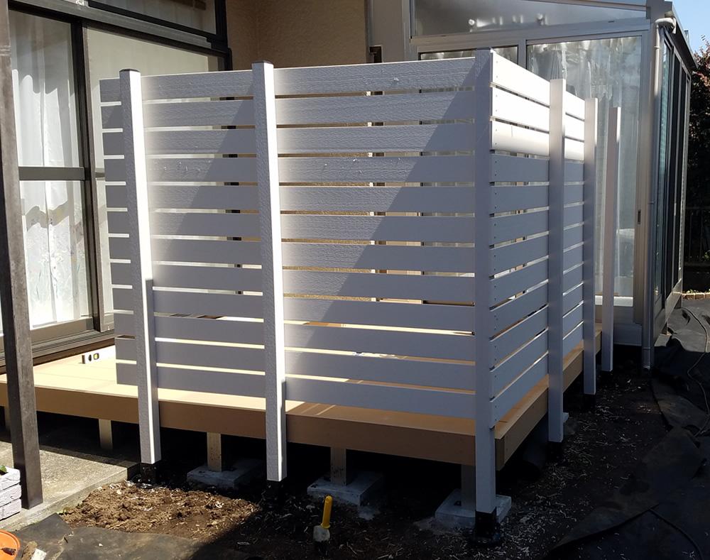 デッキ周囲への人工木フェンス設置