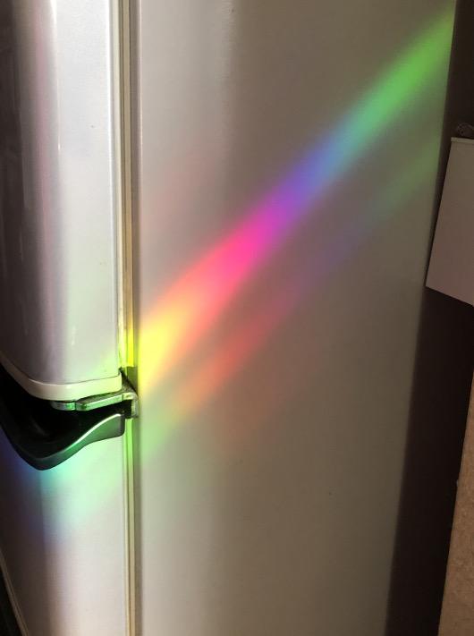 冷蔵庫の横に出来た光のアート