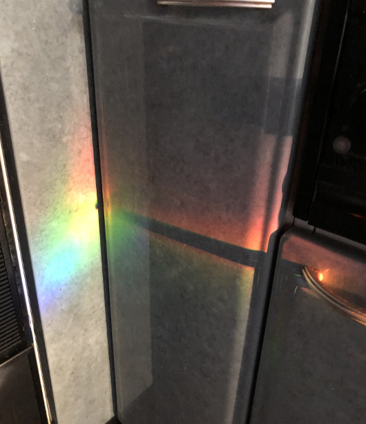 流し台に出来た光のアート