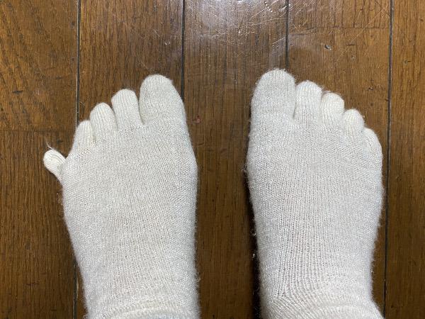冷え取り靴下と豚足のような足