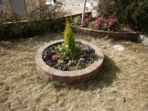 広島市西区で花壇作りは塩田剪庭園