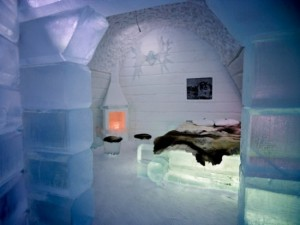 Hotel-made--of-ice-and-snow-in-Sweden-001-550x412