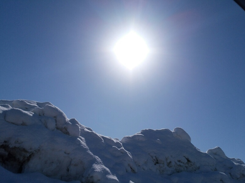 豪雪の後の太陽