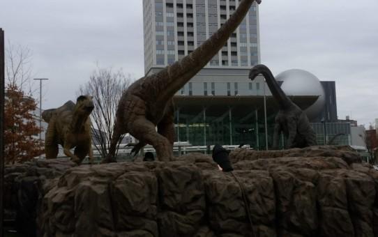JR福井駅前広場恐竜のモニュメント