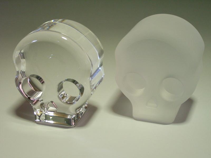 石英ガラス材でドクロのオブジェを研削加工