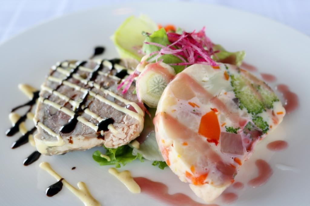 パテ・ド・カンパーニュと野菜と魚のテリーヌサラダ仕立て
